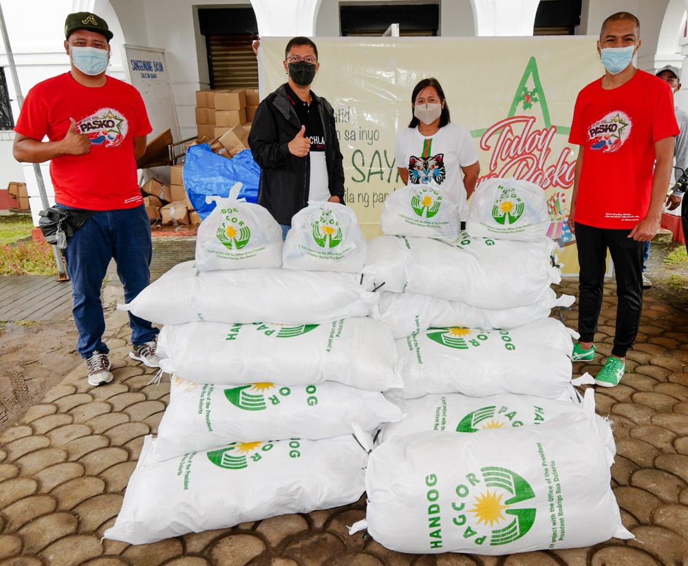 Close to 4,000 families from Albay and Quezon Province receive Christmas gifts from PAGCOR