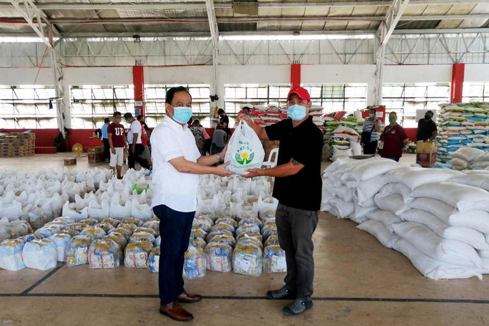 PAGCOR facilitates initial distribution of POGO-funded relief food packs