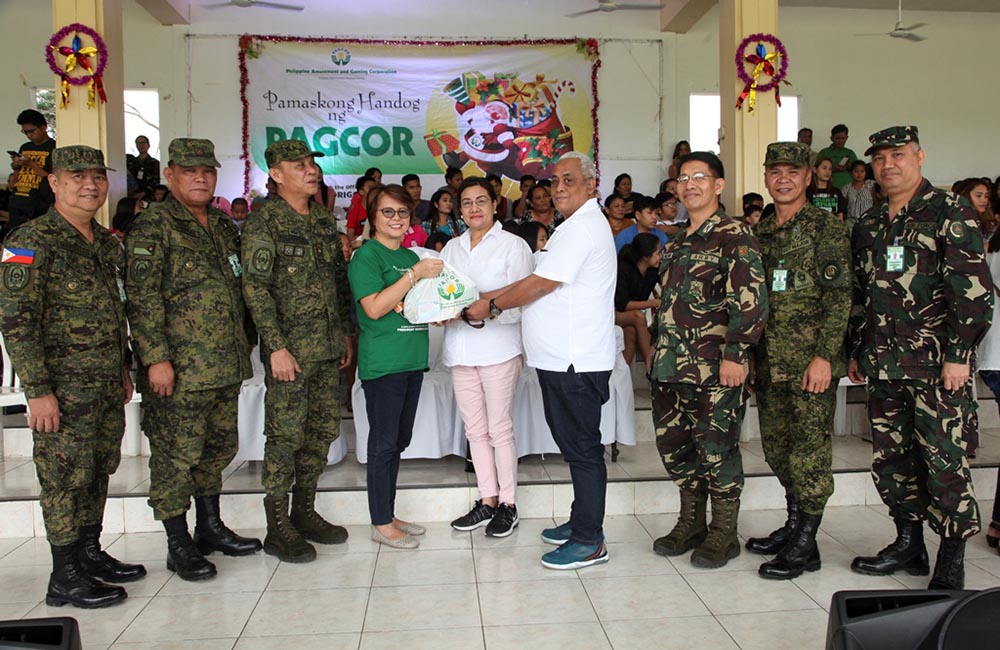 PAGCOR pays tribute to the families of fallen heroes